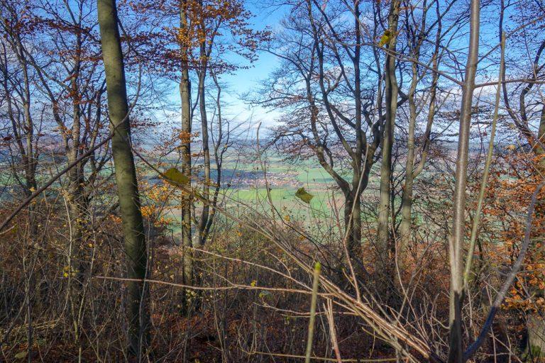 Die fast kahlen Bäume boten immer wieder imposante Blicke auf das Umland
