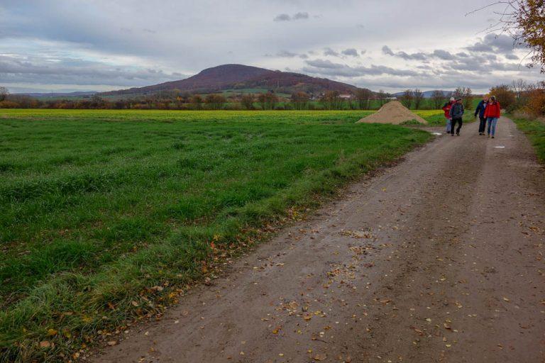 Der letzte Streckenabschnitt von Salzhemmendorf nach Lauenstein (im Hintergrund ist der Thüster Berg zu sehen)
