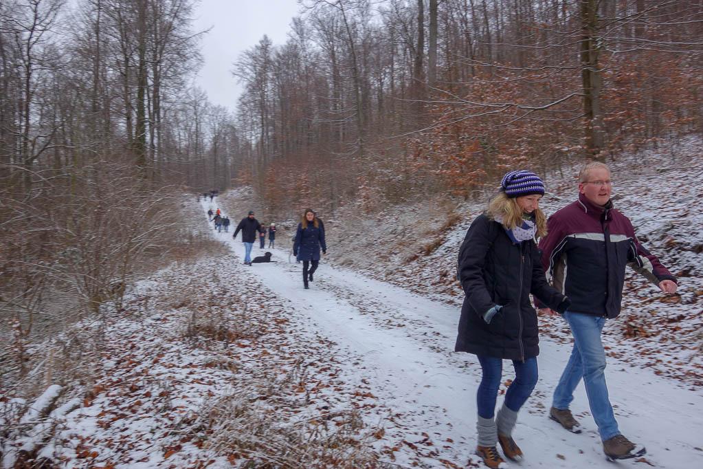 Unser Weg am Steinberg bietet herrliche Blicke in die Hilsmulde und auf Delligsen
