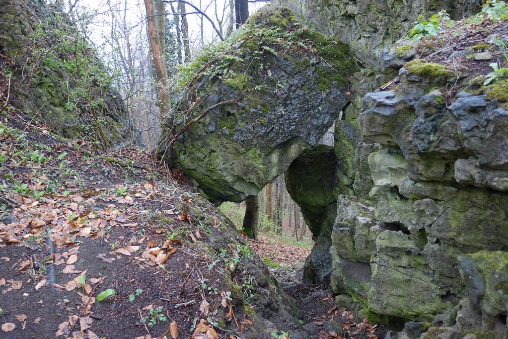 Überall treffen wir auf bizarre Felsformationen