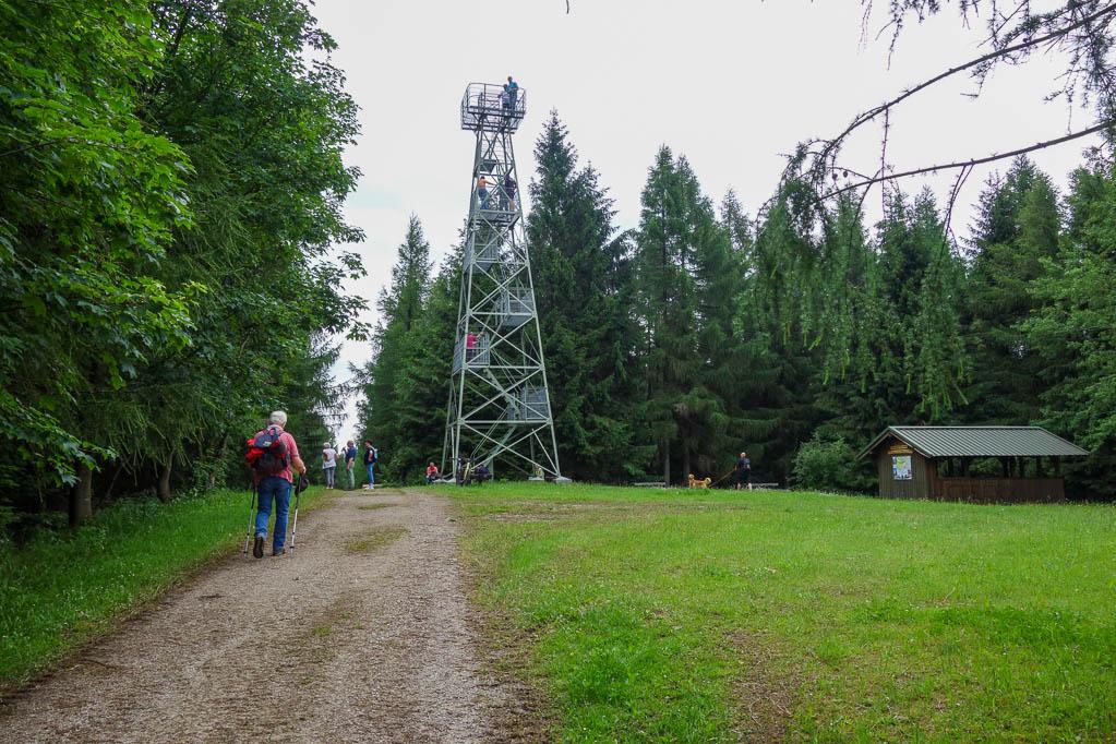 Wir erreichen den Wilhelm-Raabe-Turm