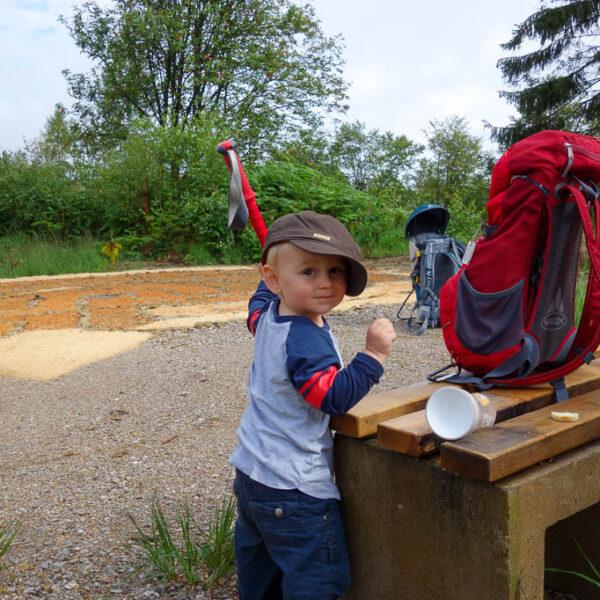 Kleiner Wandersmann mit Opas Hut :)